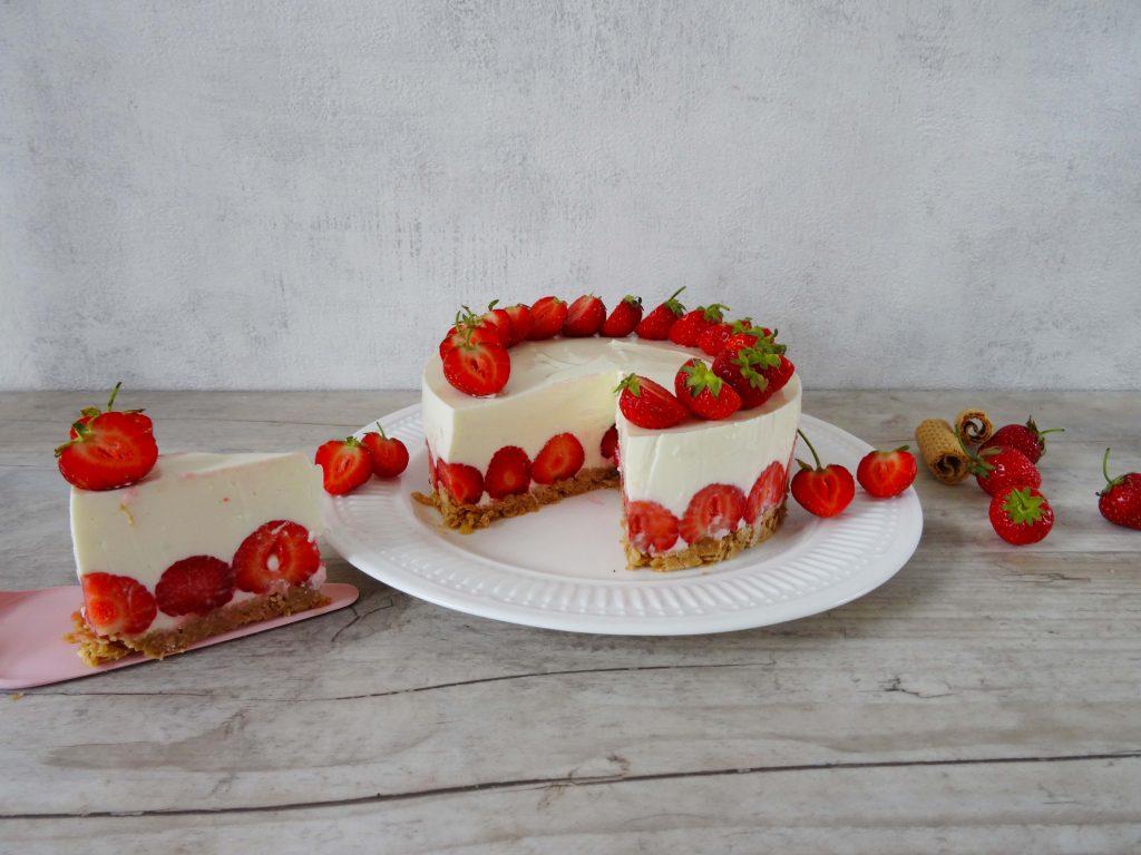 No Bake Cheesecake mit Erdbeeren im Anschnitt