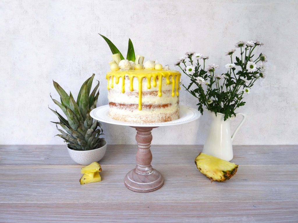 Drip Cake mit Kokos und Ananas